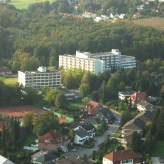 Die Dörenberg-Klinik aus der Luftperspektive