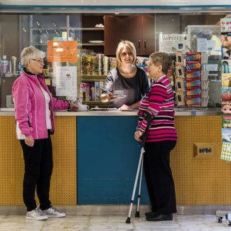 In unserem Kiosk erhalten Sie neben Heiß- und Kalgetränken auch kleine Snacks und Zeitschriften.