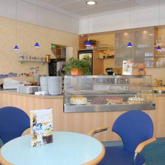 Genießen Sie ein kleine Köstlichkeiten in unserer Cafeteria.
